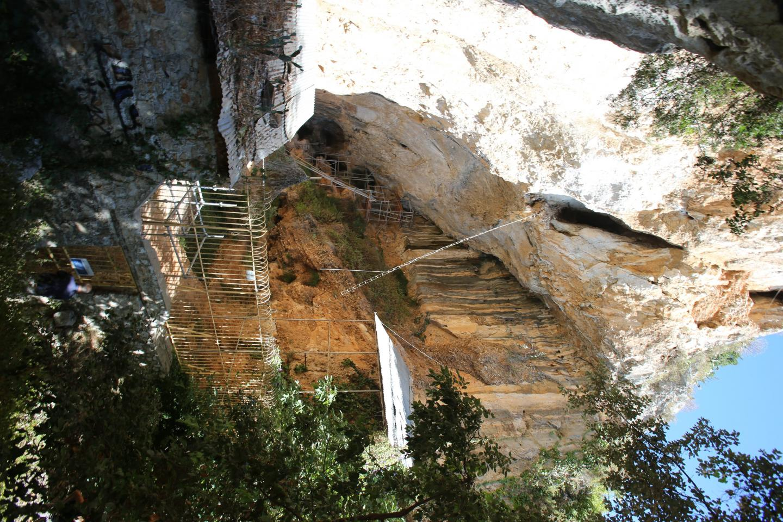 L'entrée de la grotte, fermée au public, a été sécurisée.