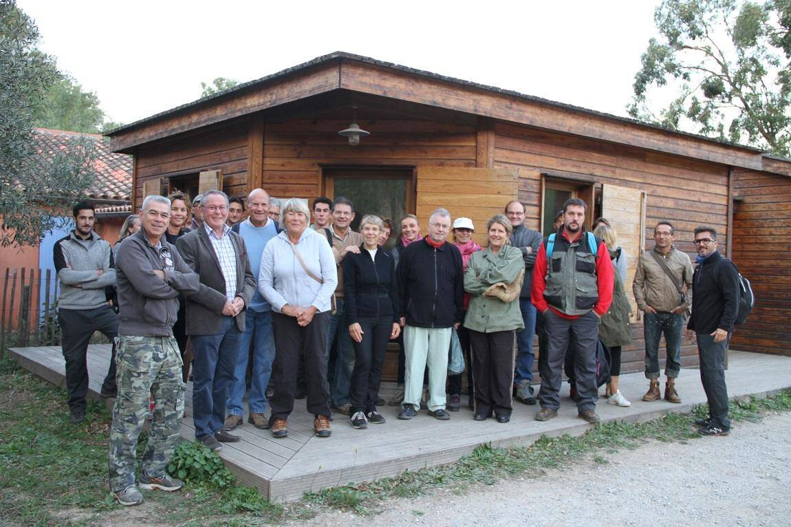 Les 25 bénévoles accueillis par le maire Bernard Jobert, des élus municipaux en nombre dont Catherine Huraut en charge de l'environnement et les agents du Parc national de Port-Cros.