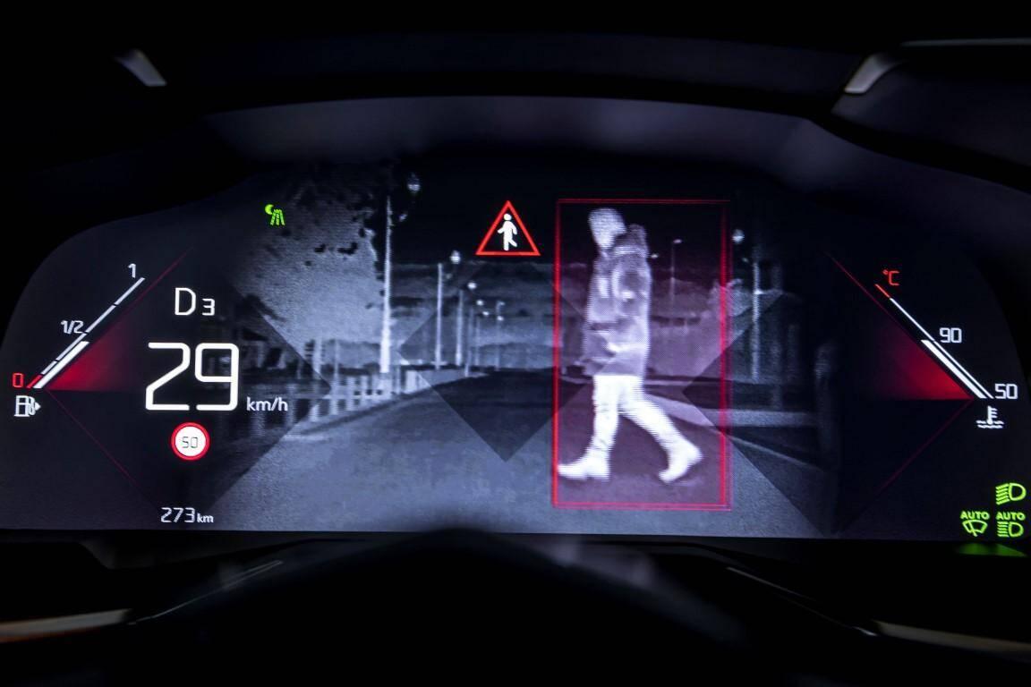 Un piéton ou un sanglier sur la route en pleine nuit ? Le dispositif Night Vision (1250 €) vous prévient.