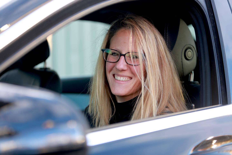 Angélique, 34 ans, est conductrice depuis un an.