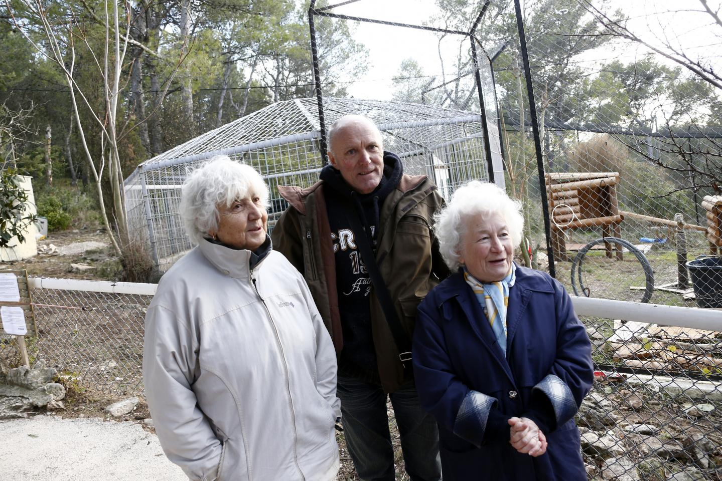 """Raymonde Ballini, Francis Marin et Jacqueline Faucher (de gauche à droite), soutiens historiques de Jacky Muller, estiment avoir été """"abusés"""" par ce dernier et lui reprochent son refus de placer Shan au zoo de Beauval, dans le Loir-et-Cher"""