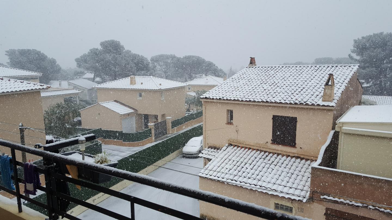 La neige à Boulouris ce lundi 26 février.