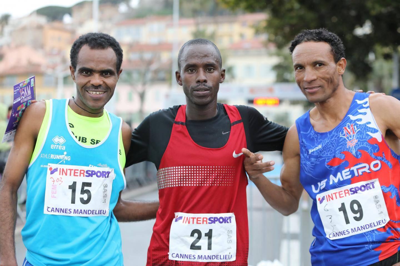 le vainqueur du semi, Dieudonne Nsengiyumva décroche un superbe chrono en 1h04''42'