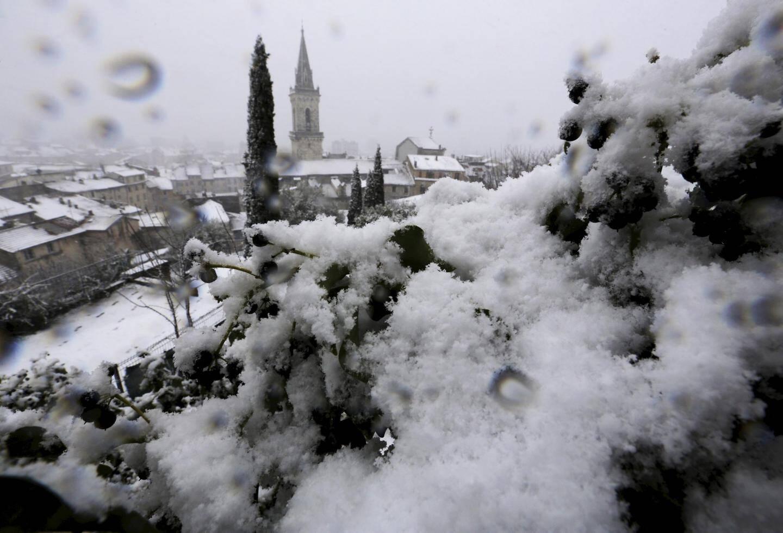 Vue des chutes de neige dans la cité du Dragon.
