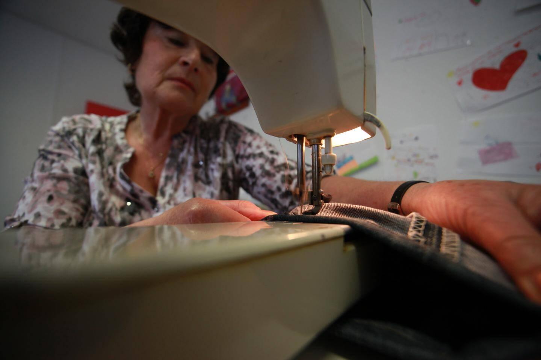 Le Repair Café de La Seyne dispose aussi de trois couturières capables de vous raccommoder un jean en deux temps trois mouvements.