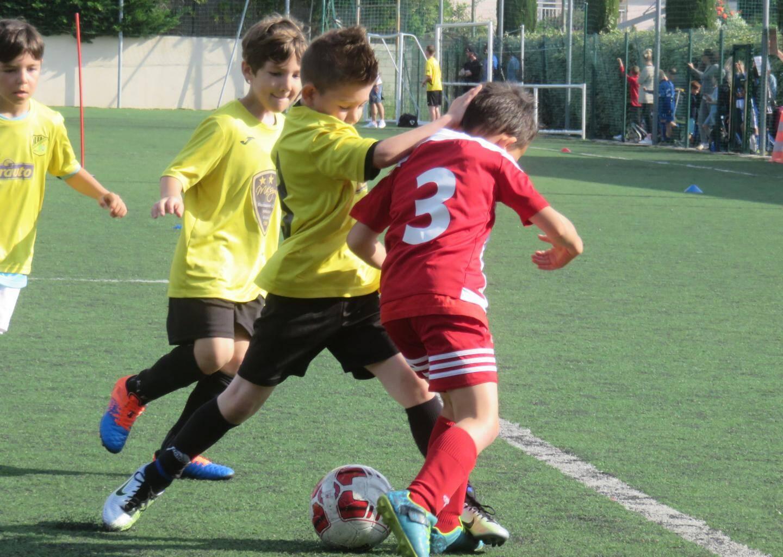 Sanaryen et Toulonnais du Sporting au coude à coude.