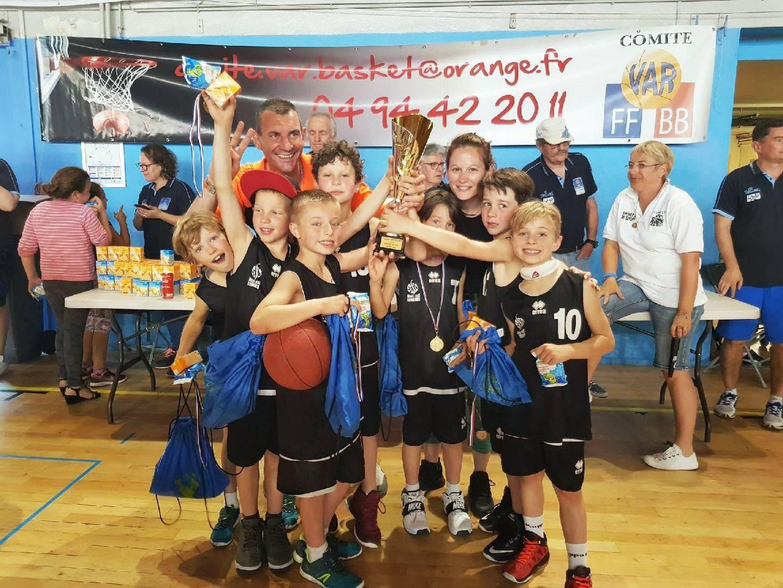 Les U9, petits mais costauds,ont brillament remporté la coupe du Var.