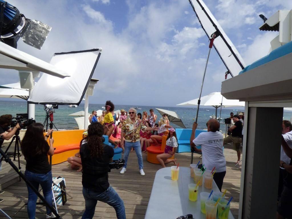 Lors du tournage du clip musical de Patrick Sébastien, ce lundi.