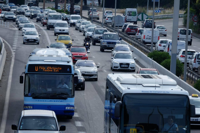 Le projet prévoit aussi d'agrandir la bande d'arrêt d'urgence pour y faire circuler les bus en cas de congestion.