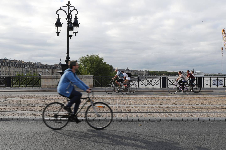 Circulation douce sur le Pont de Pierre.