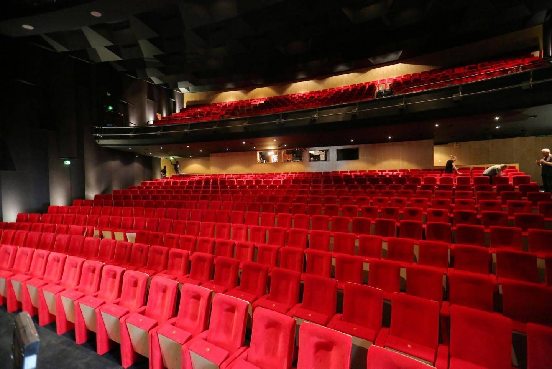 Tous les fauteuils de la grande salle ont été changés.