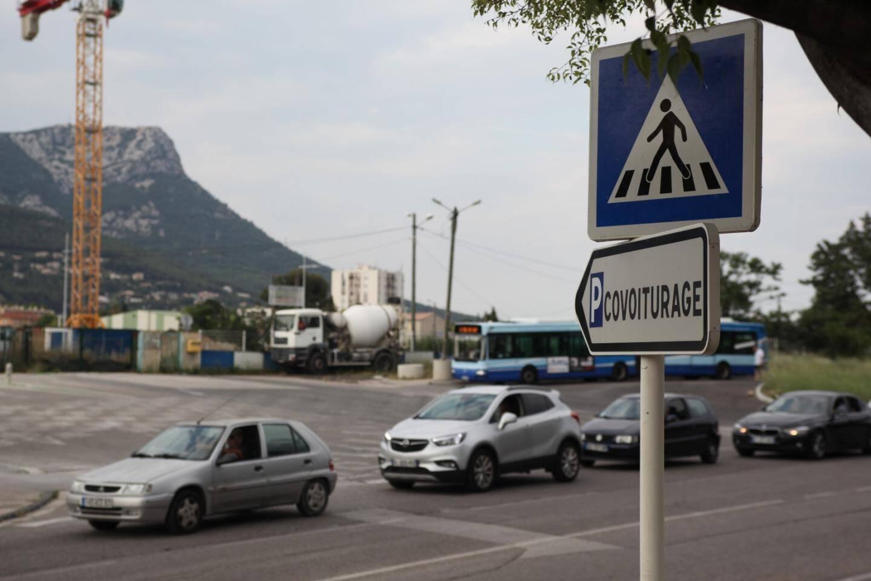 Certaines villes font des efforts pour favoriser les transports en commun ou le covoiturage...