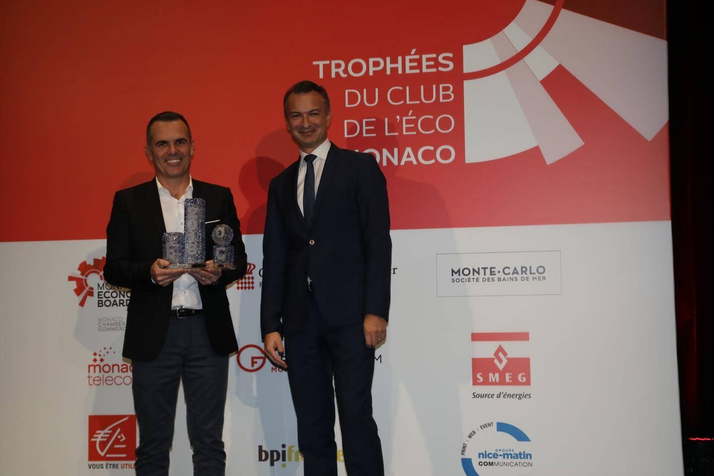 Pascal Torres, le fondateur d'Enoleo, a reçu le trophée du développement durable des mains de Thomas Battaglione (SMEG).