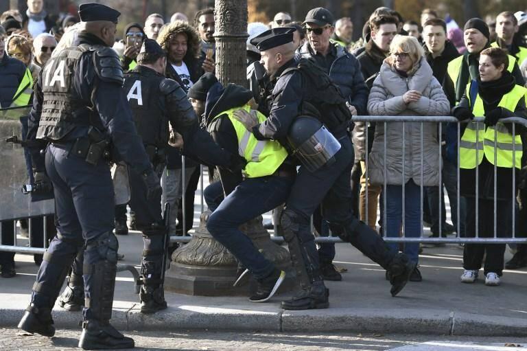 Plus de 4500 personnes ont été arrêtées par la police suite à des débordements, des violences ou des dégradations.