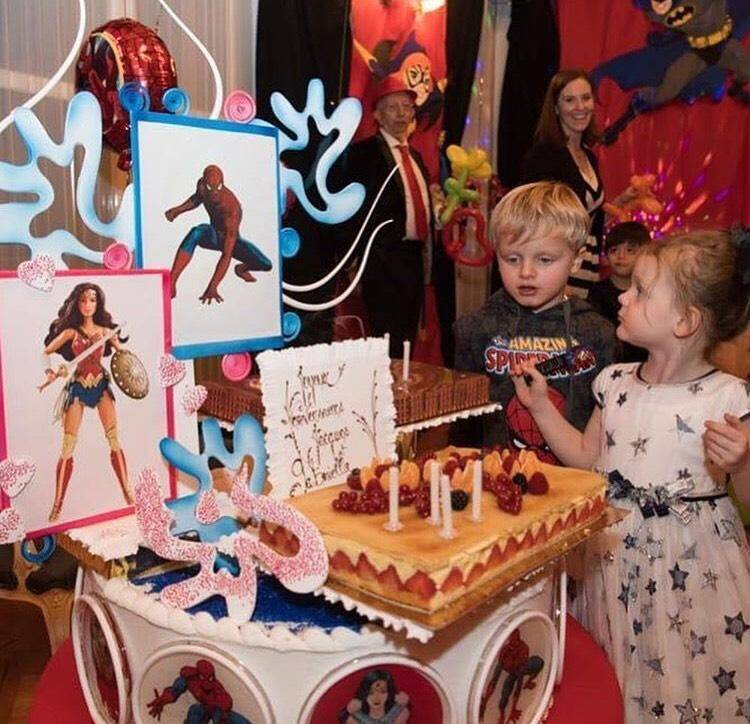 Jacques et Gabriella fêtent leur quatrième anniversaire.