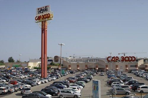 Sur les 2.800 places de stationnement gratuit, Cap 3000 estime que 500 étaient occupées chaque jour par des voitures ventouses.