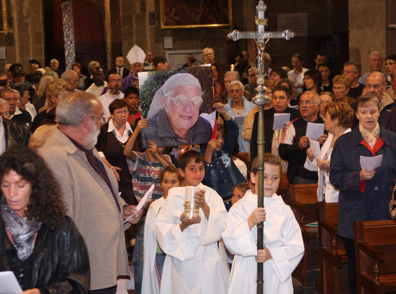 Sœur Emmanuelle a été inhumée en octobre 2008, dans la plus stricte intimité, selon sa volonté, au cimetière de Callian. Le même jour, en la cathédrale Notre-Dame, une messe requiem lui a rendu un hommage collectif.