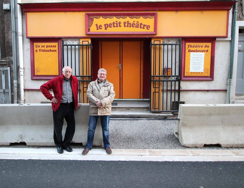 Deux des piliers du Petit Théâtre, à gauche Robert Goutebelle (président-fondateur et comédien, à droite Daniel Lebouil (actuel président et comédien).