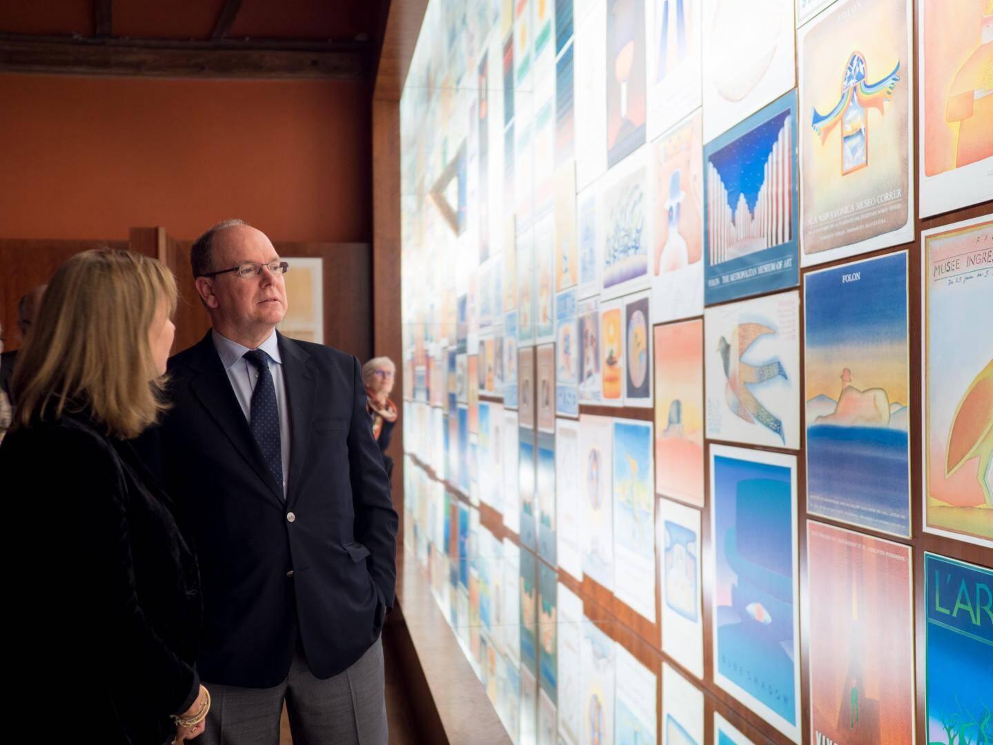 Le prince Albert II a été guidé dans les salles par la directrice des lieux, Stéphanie Angelroth.