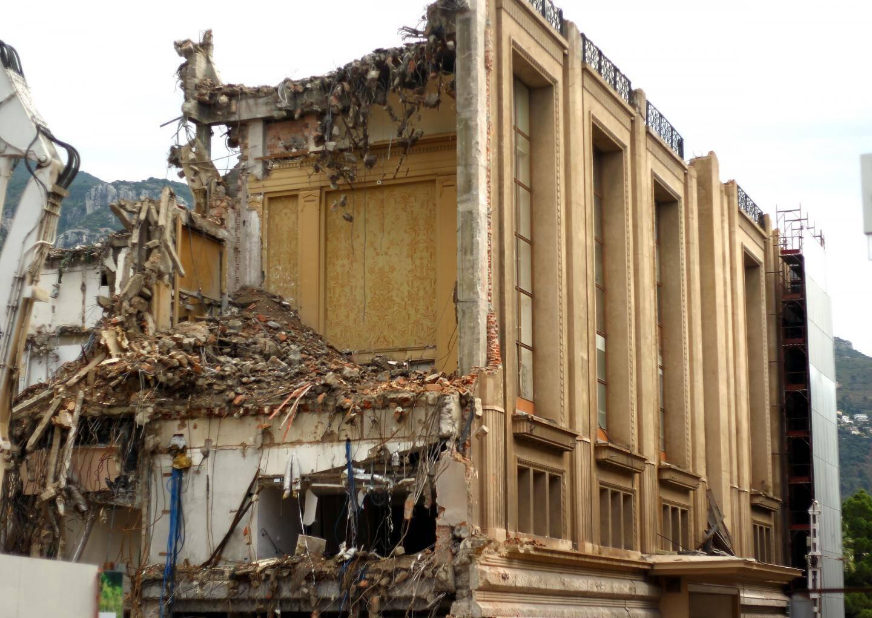Le légendaire Sporting d'hiver a laissé place au chantier du One Monte-Carlo, dont les fondations sont véritablement abyssales. Monaco le 14/06/2015 - Illustration demolition sporting d'hiver a Monte-Carlo.