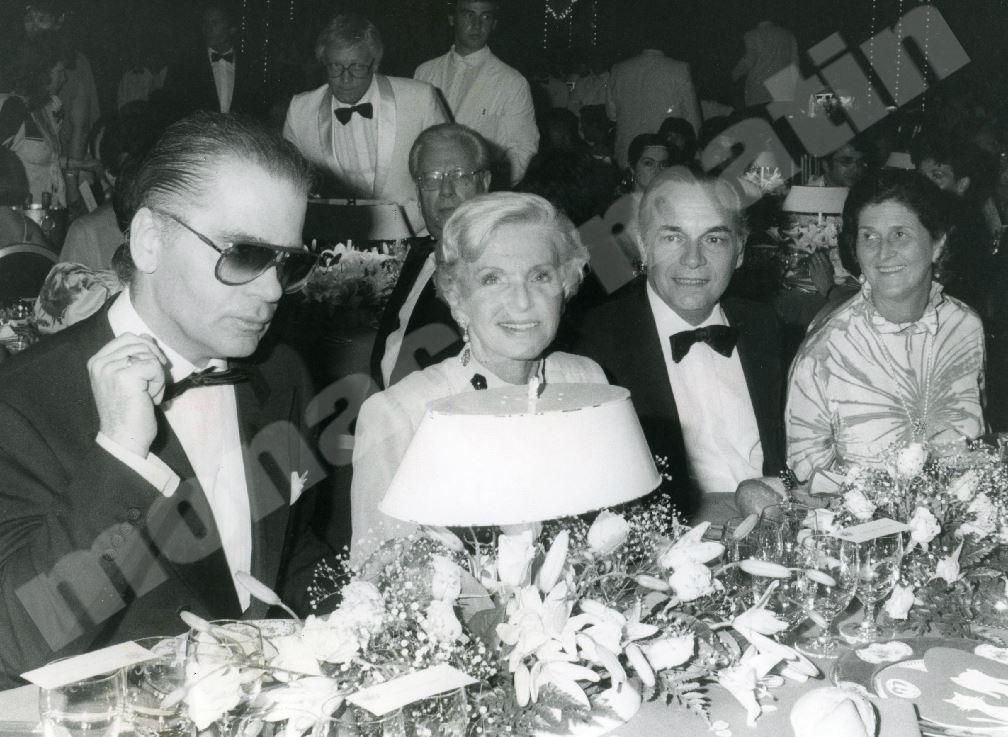 1987 : au bal de la Rose, il dîne aux côtés de la princesse Antoinette.