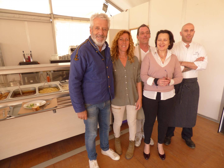Fred, Sandrine et le staff de La Cantine de Monsieur George.