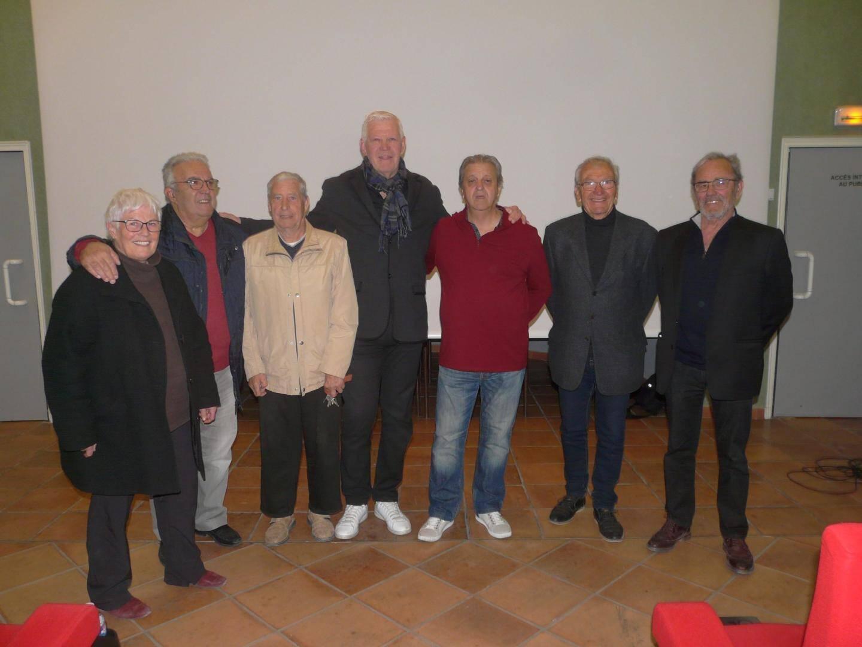 Eric Champ entouré des organisateurs et du maire Gilbert Perugini.