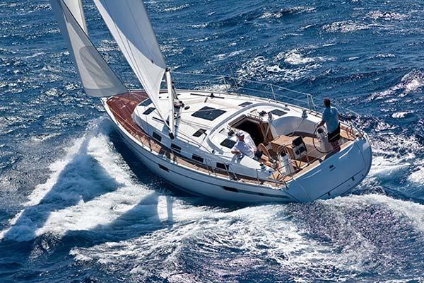 Travailler sur un bateau (à quai ou en mer) est une option pour l'été.