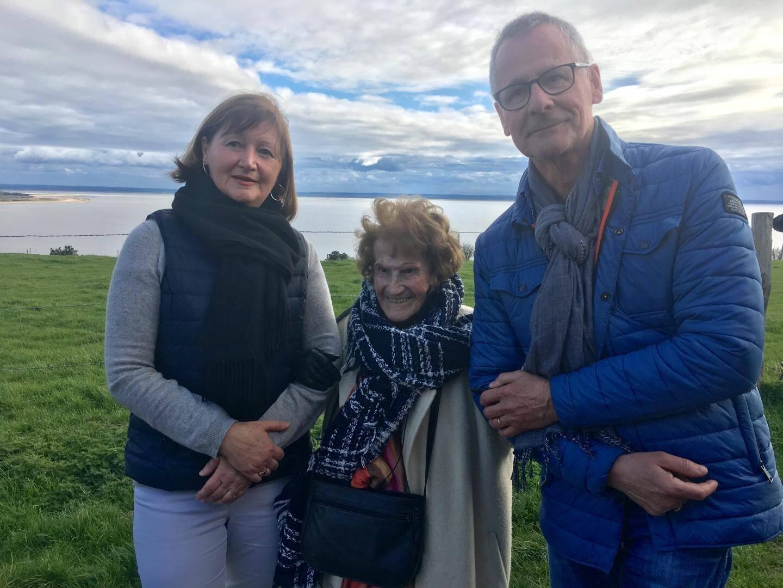 Maryse entourée de Lydie et Jean-Luc.
