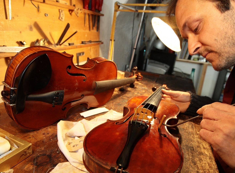 Le luthier, Nicolas Chassaing fera découvrir son métier dans son atelier.
