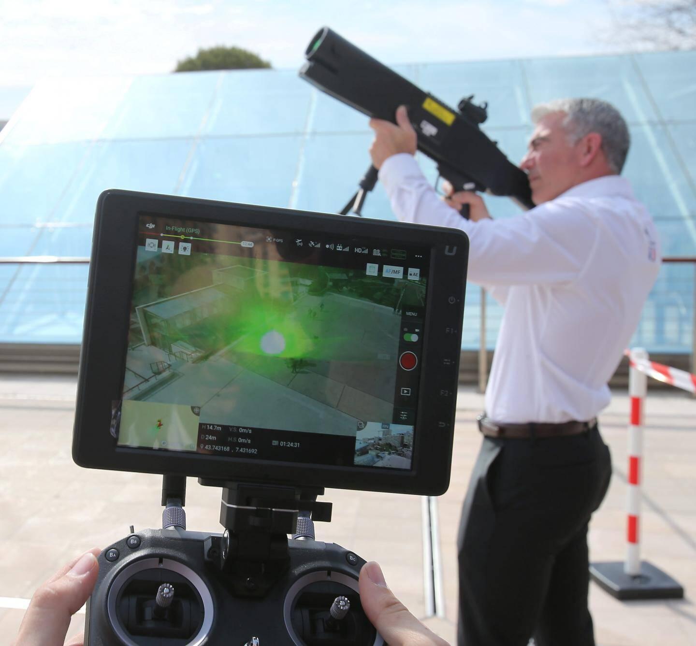 Ce fusil laser rend la prise de photo par drone presque impossible.