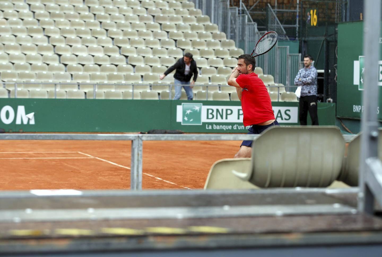 Marin Cilic en plein entraînement sur le court des Princes.