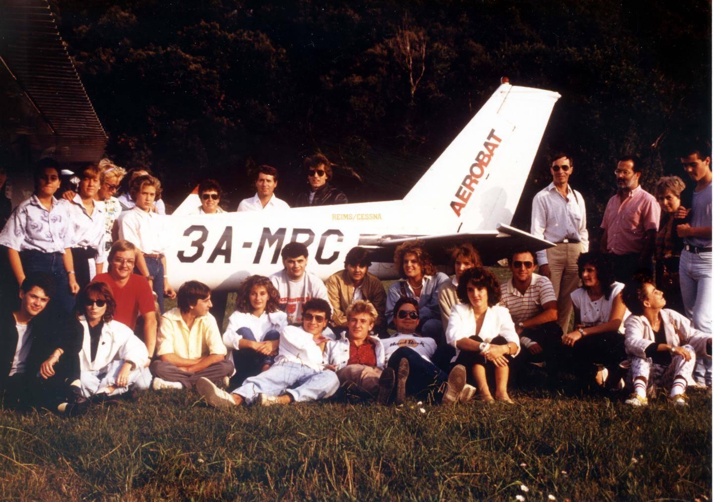 Ici en 1986, Jean-Bernard Rollin emmène des lycéens en vol d'initiation dans ce Piper Cub, enregistré à Monaco.