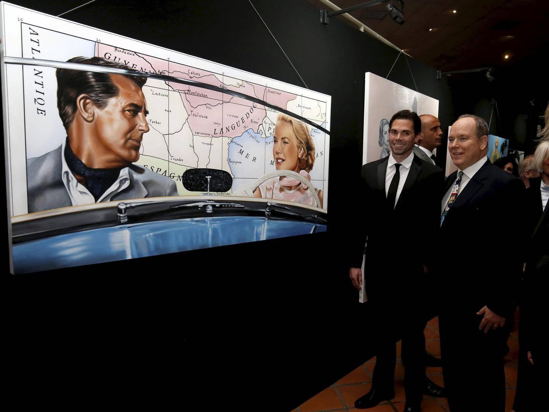 Film iconique de Grace Kelly, « La main au collet » avec Cary Grant sert de fil rouge à l'exposition.