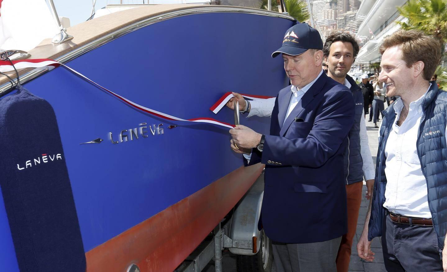 Le souverain a inauguré le bateau de Maxime Pachot et François Richard.