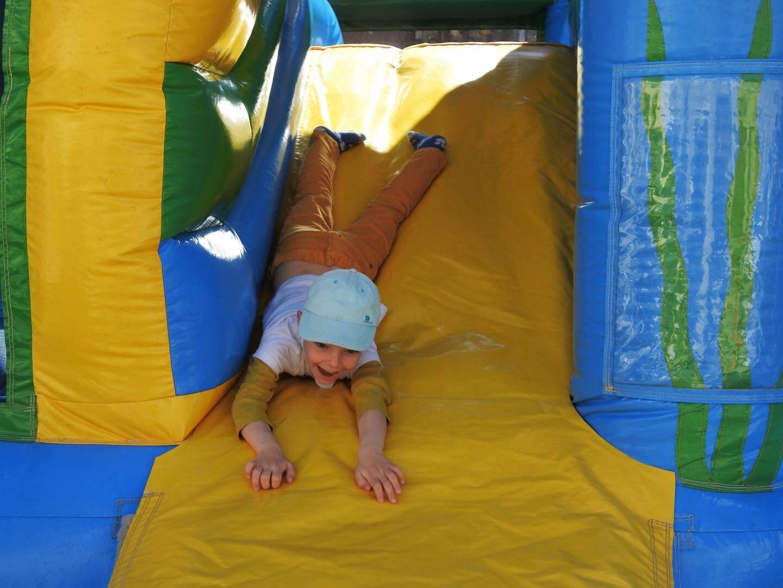 Rémi âgé de 6 ans a passé un long moment dans le château gonflable.