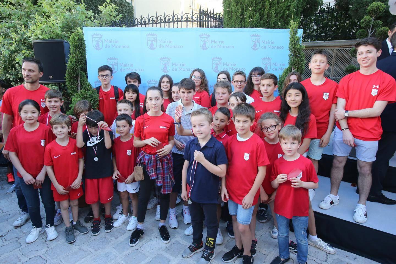 L'équipe de squash monégasque, petits et grands.