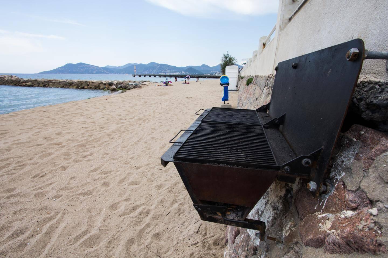 Un barbecue sur la plage.