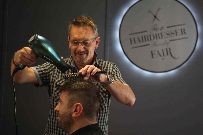 Sensibles au principe d'économie circulaire et de préservation de l'environnement, les habitués du salon zacharien apprécient la démarche de leur coiffeur.