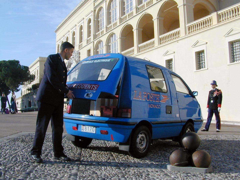 La Volta a été le premier véhicule électrique de la Poste de Monaco.