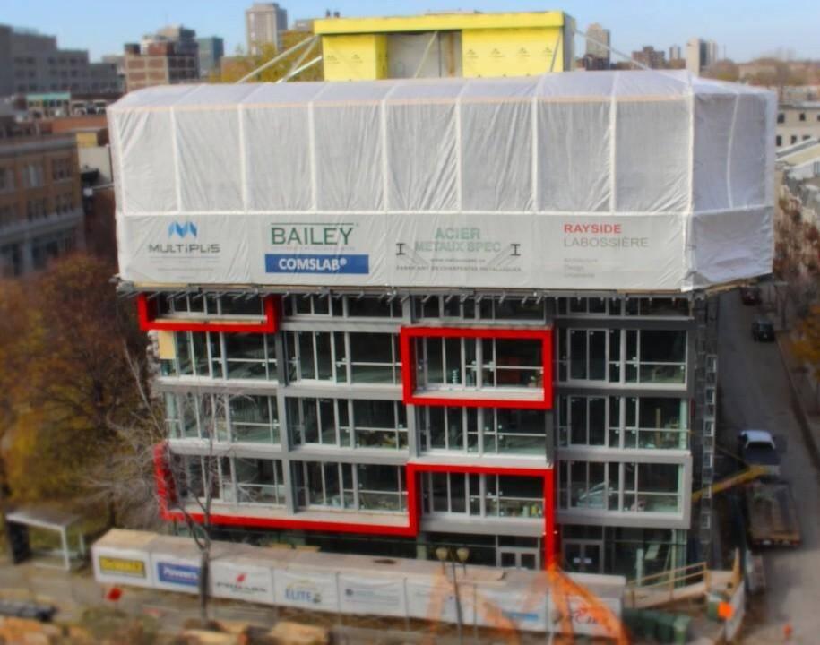Cet immeuble de Montréal a été construit avec la technique Upbrella. Le toit est construit en premier, on y intègre un «atelier» et on construit les étages en dessous..