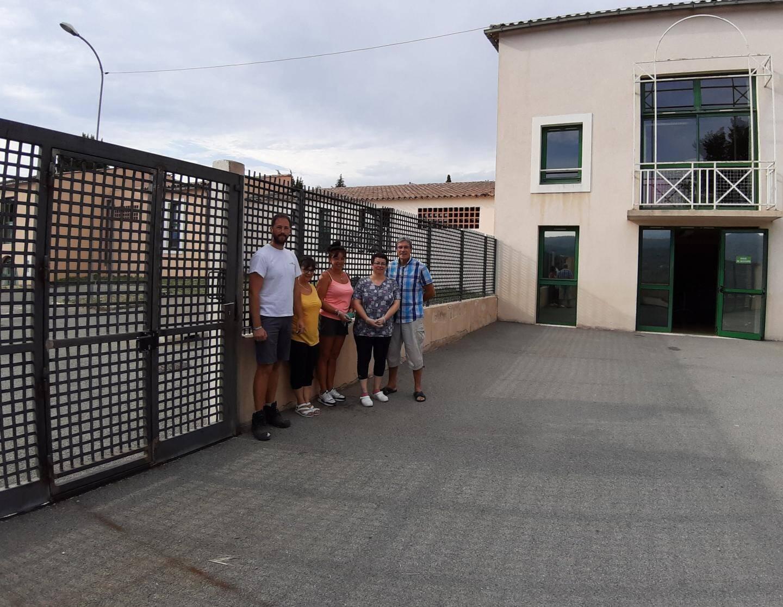 Un nouveau portillon a été installé pour l'accès à la cour.