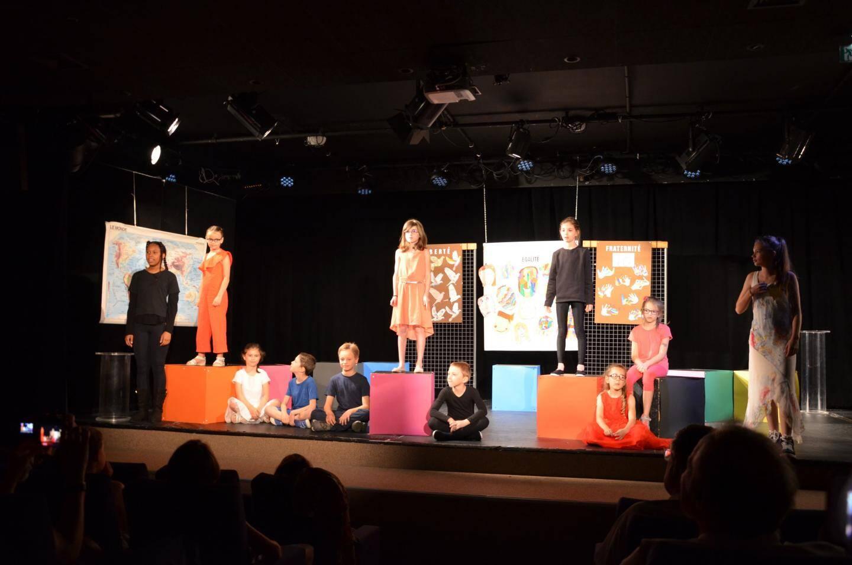 Atelier théâtre municipal Juniors animé par Nicole Roynard ; ici lors du Festival Coups de Théâtre.