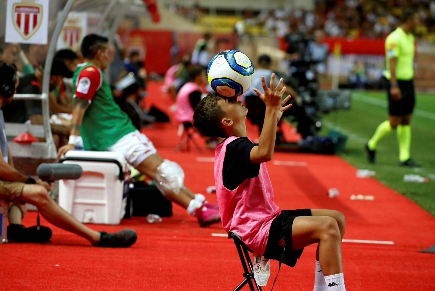 Ce 9 août, l'AS Monaco a lourdement chuté à domicile face à Lyon. Pour voir le plus beau geste technique du match, il fallait regarder près du banc de touche.