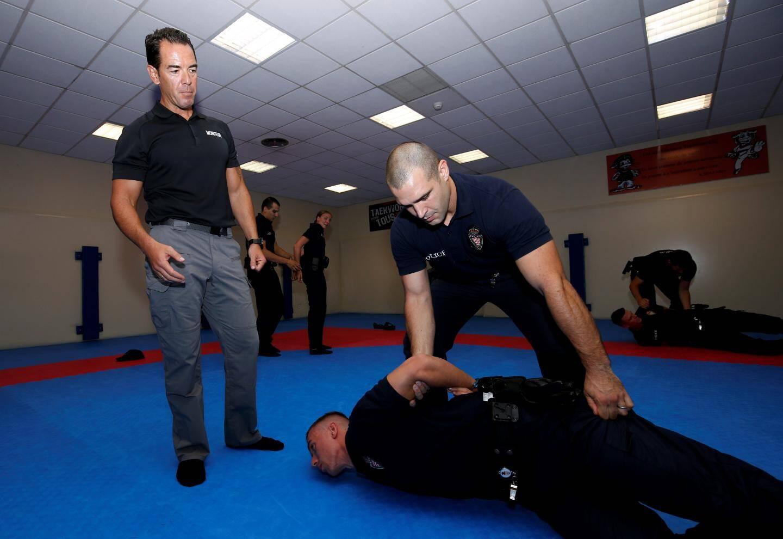 Formation de l'école de police de Monaco - Gestes d'interventions réglementaires