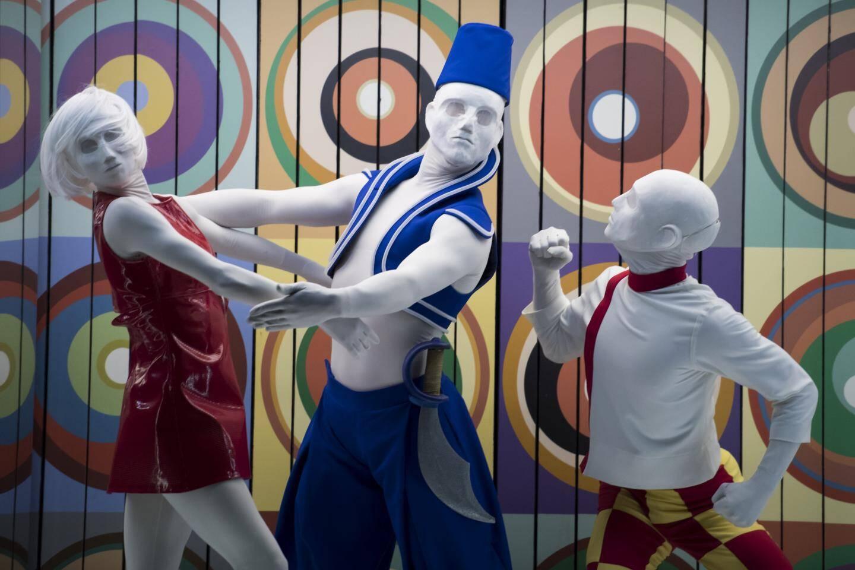 Dans Petrouchka, le chorégraphe Johan Inger a réécrit l'histoire initiale en transformant la marionnette d'origine en mannequin de couturier.