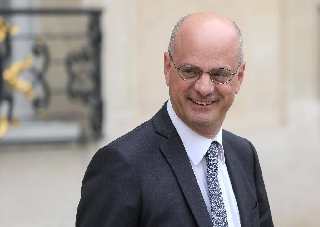 """Le ministre de l'Education nationale Jean-Michel Blanquer affirme que """"le voile en soi n'est pas souhaitable dans notre société"""""""