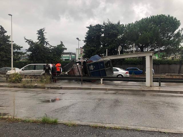 Accident spectaculaire à la sortie de Carrefour Nice Lingostière