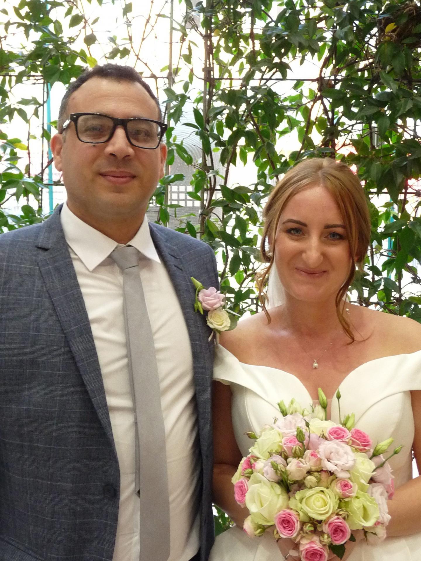 Anis Ellouze, gérant d'un restaurant et Aliona Boldesco, hôtesse de caisses.