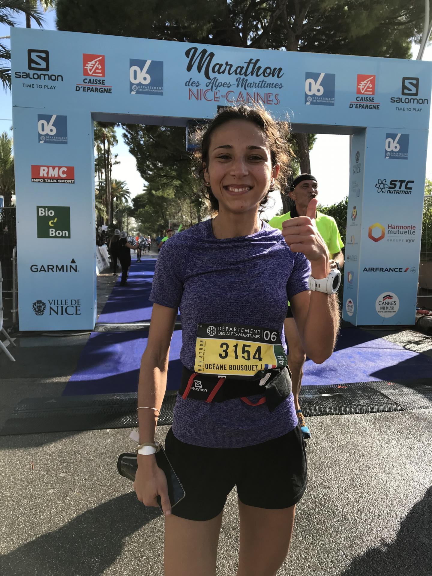 Océane, 20 ans, étudiante à Marseille, a bouclé son premier marathon en 3 h 37. À l'arrivée, larmes de joie et de soulagement !